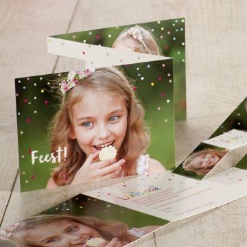 Met dit drieluikje zal jouw uitnodiging zeker in het oog springen. De kleurrijke confetti in combinatie met de pop-up en jouw mooiste foto's zullen zeker warme reacties uitlokken.