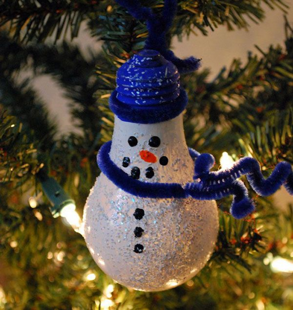 Pupazzi di neve natalizi con lampadine usate n.9
