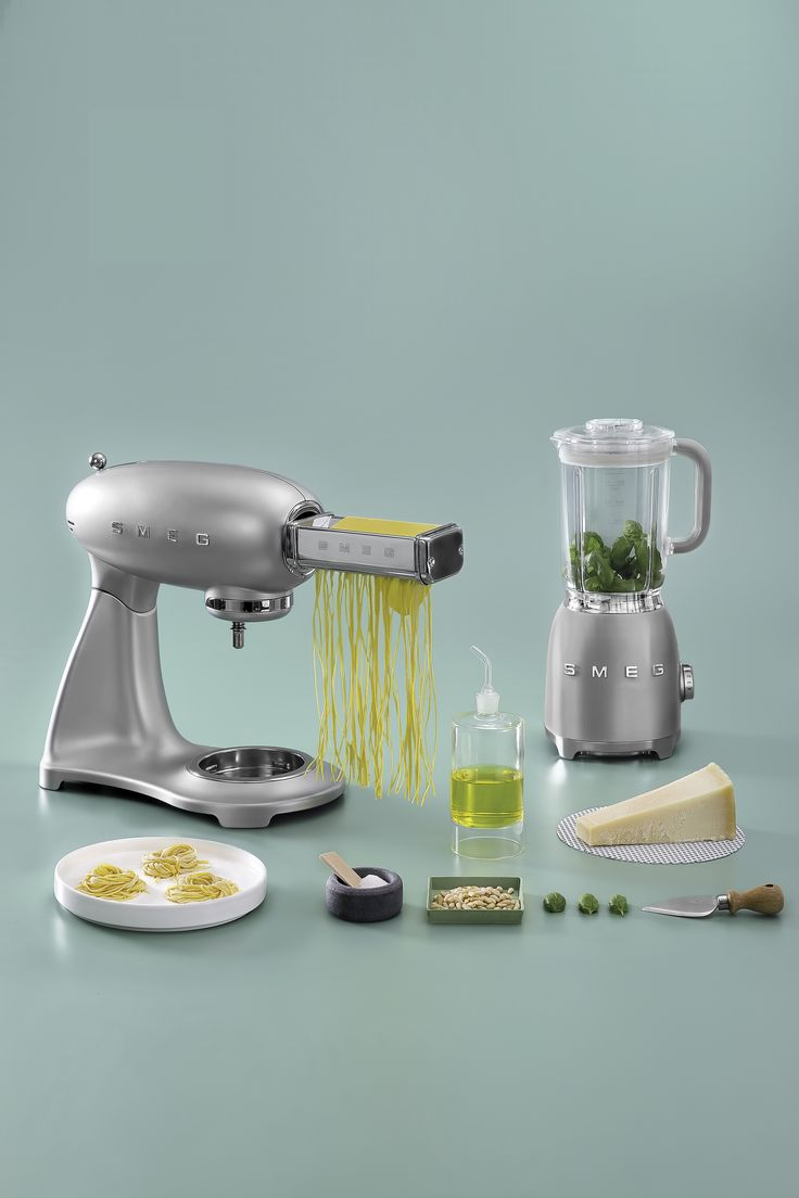 Kitchen small appliances victoria bc - Smeg Adds An Iconic Blender To Its Range Of Small Appliances