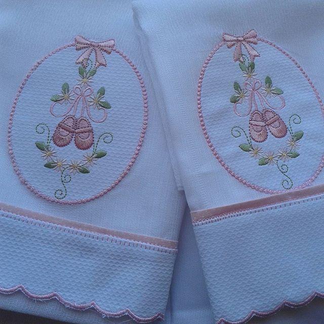 Fraldas sapatilhas de bailarina  #fraldas #fraldinhas #bordado…