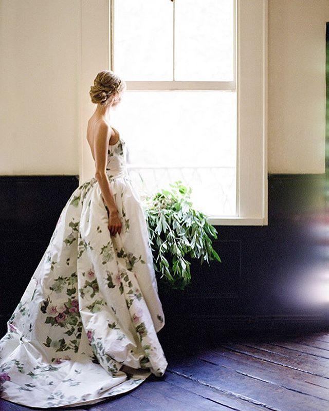 Don't you want to go waltz through a garden somewhere in this botanical dress by @efbrida. Image: @twahdougherty, event design: @aperaino, flowers: @tincanstudios
