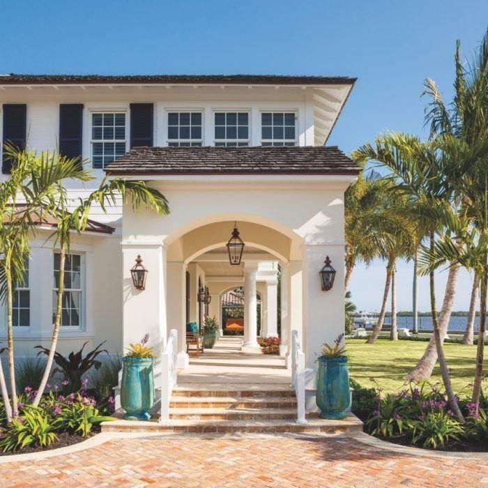 A Florida Home Reflects A Family S Laid Back Style Luxe Interiors Design Florida Homes Exterior Florida Home Beach House Decor