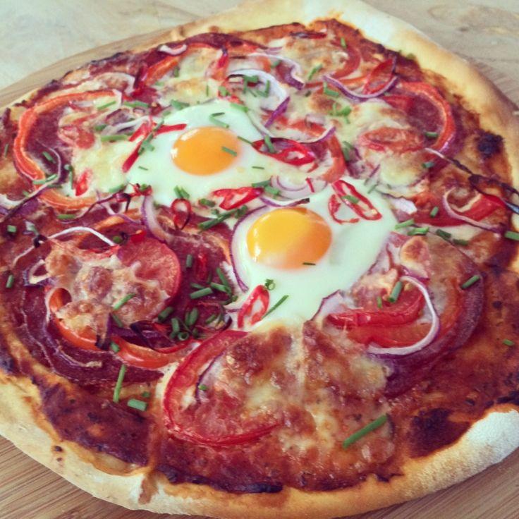 Gezond snacken vanavond met zelfgemaakte #pizza met #salami #tomaat #ui #paprika #peper #chicascooking