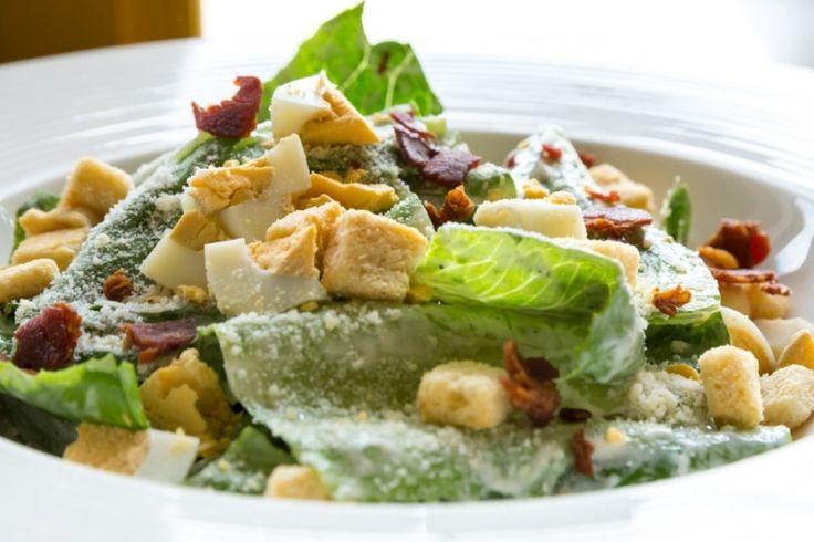 Salade César...croûtons et vinaigrette maison