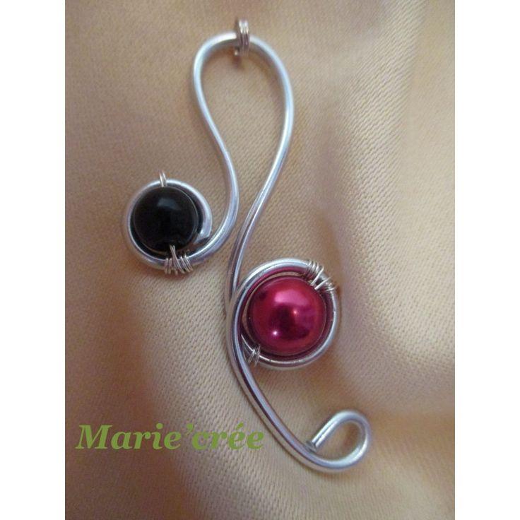 Pendentif en fil d'aluminium argent avec 1 perle en verre noire et 1 perle en verre rouge - Marie'crée