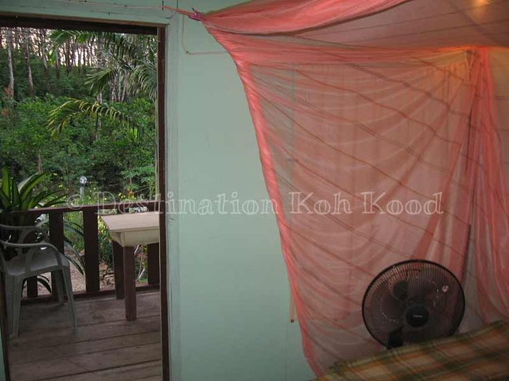 Fan Hut with mosquito net at Jimmy Hut (Koh Kood, Thailand)