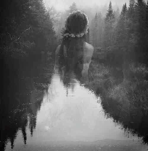 Όλες έχουμε μία πολύτιμη, άγρια, θεραπευτική, σοφή πλευρά μέσα μας. Σαν έναν εσωτερικό Θεραπευτή που μας καθοδηγεί.  Αυτός ο Θεραπευτής τις πιο κρίσιμες στιγμές μας υπενθυμίζει ότι είμαστε Θεές μέσα στο ανθρώπινο, γυναικείο σώμα μας.  Είμαστε Φύση, και όχι απλά μέρος αυτής. Είμαστε Ομορφιά, δεν την έχουμε απλά μέσα μας. Ας ενεργοποιήσουμε η καθεμιά τον Θεραπευτή μας και ας συγχρονιστούμε με τη δύναμή του να μας δυναμώνει, ώστε να ζούμε κάθε μέρα με τον ιερό μας εαυτό❤LoveNotes