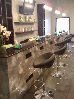nail bar table with drying lamp mani pedi stations pinterest beauty bar salon nails and bar. Black Bedroom Furniture Sets. Home Design Ideas