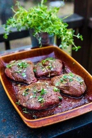 Grillad lammrostbiff med rotsaksmynt och pepparrotscreme - tips om hur du grillar eller ungssteker lammrostbiff! Grillad blev fantastiskt god!