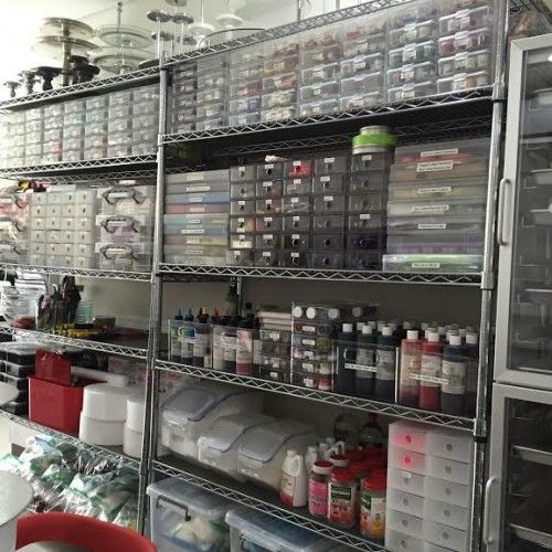 This is seriously the most organized cake making space I've ever seen...wow.(Bake Tools Organization)