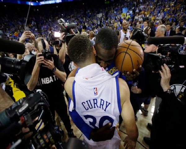 Stephen Curry Injury Update: Bob Myers Says Curry Will Start Playing This Weekend - http://www.morningledger.com/stephen-curry-injury-update-bob-myers-says-curry-will-start-playing-weekend/1370185/