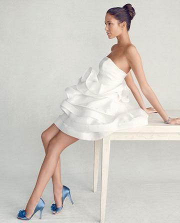 Цветные туфли к белому платью
