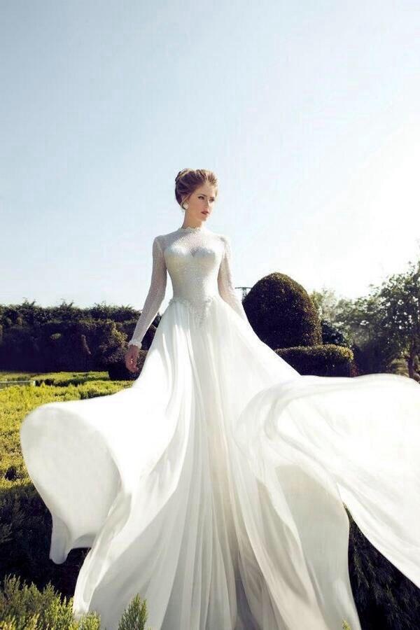 <3 Long sleeve wedding dress