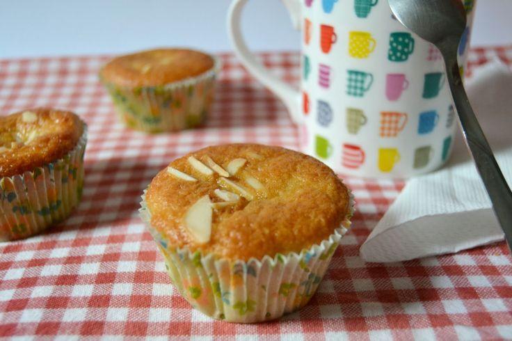 Tortini con farina di farro, mele e nocciole  Muffins with spelt flour, apples and hazelnuts
