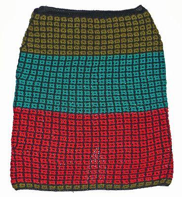 Falda tejida a crochet en hilos Textil Amazonas (rojo, verde musgo y verde azulado), talla M