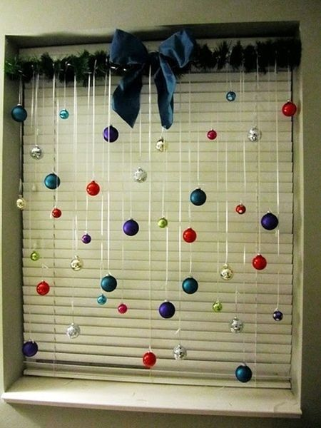 Christmas - Window decor - could do this in the windows off the kitchen and even the back door. Obviously, use matched ornaments so I don't go insane.....