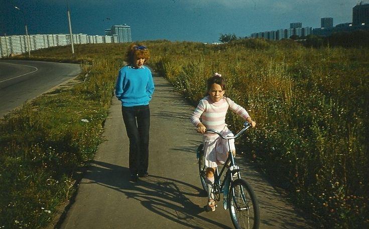 Мама с дочкой, 25 мая 1986, г. Москва. Фотография из архива Марии Княжевой-Баллож.