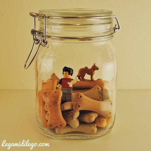 """-ciappy sottovetro-  preview new gallery """"Conserve"""" by legamidilego.com #vaso di vetro #minifigure #legamidilego #cane #alimentare #conserva #vetro #jar #Ossa #biscotti #ciappy #Eukanuba #macro"""