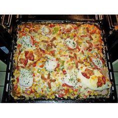 Party - Schnitzel vom Blech ♥10  Schnitzel, Schwein, Huhn oder Pute60 g Mehl3 Gläser Pilze, Mischpilze, Champignons etc.350 g Käse, Gouda (am Stück oder bereits gerieben)2 Becher süße Sahne1 EL Fondor  Salz und Pfeffer  Paprikapulver, Chinagewürz Die Schnitzel mit Salz, Pfeffer, Paprika und Chinawürzer einreiben, in Mehl wenden und auf ein tiefes, gefettetes Backblech legen.Die Pilze abtropfen lassen und auf dem Fleisch verteilen und ca. 30 Min. im 200°C heißen Ofen backen.Den Käse…