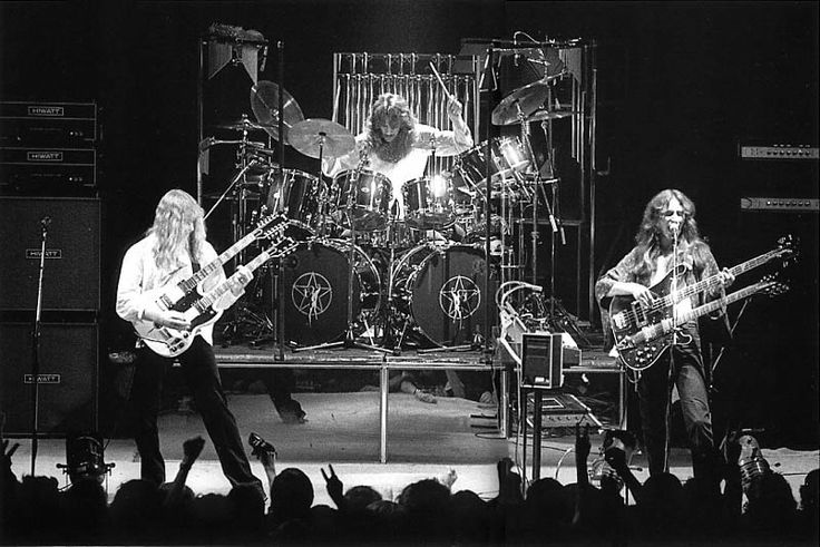 rush3 http://whadawethink.com/2012/01/rush-1974-%e2%80%93-2112-the-best-or-worst-rock-band-ever/