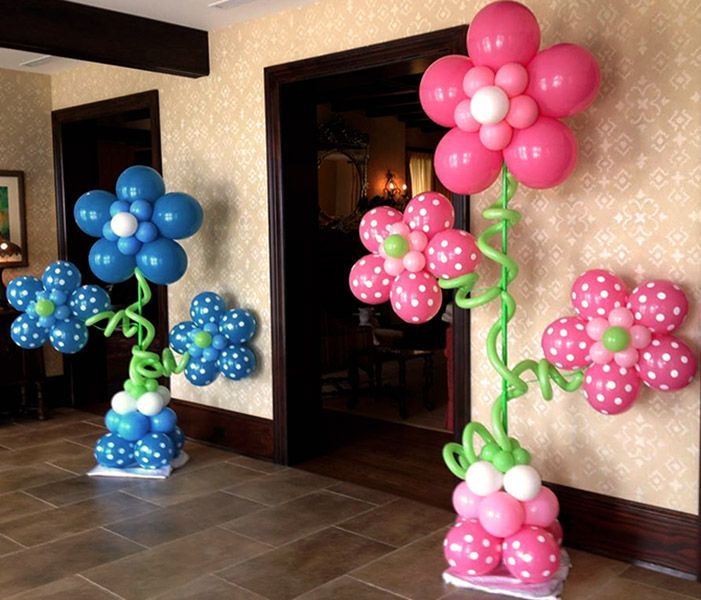 Flower decoration with balloons #decoration #decorationideas #decoratingideas #flower #balloons #girl #boy #party #partyideas #christening #christeningballoons #polkadots #pink #fuchsia #blue #lightblue