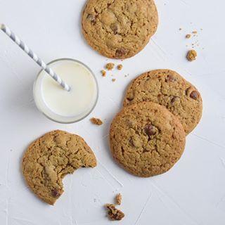 En fredags-cookie, siger du? Sådan en kunne jeg godt spise - særligt dem her med chokolade og espresso  Link til opskrift i profil. #cookie #chokoladecookies #kage #cathrinebrandtdk
