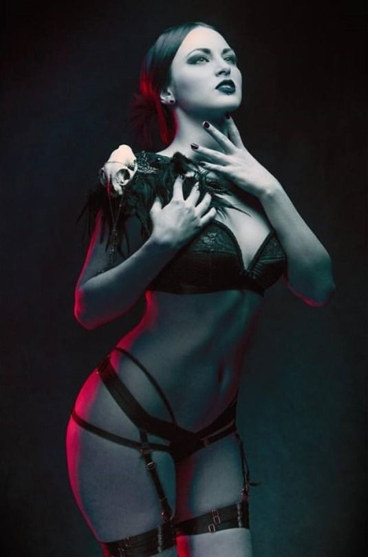 357 best Bizarro images on Pinterest   Actresses, American ...