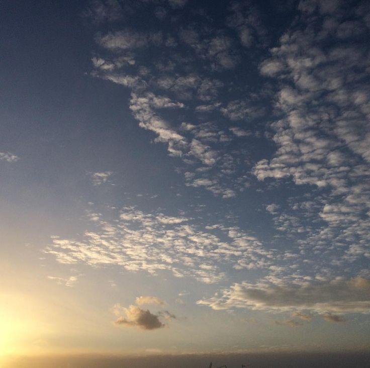 El cielo al atardecer sin filtros #sunset #sun #pretty #beautiful #red #orange #pink #sky #skyporn #cloudporn #nature #clouds #horizon #photooftheday #instagood #gorgeous #warm #view #night #silhouette #instasky #all_sunsets #galicia #vigo #galifornia #igerspontevedra #nofilter