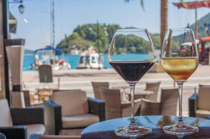 A couple of wines by the sea at de Blanck Wine & Champagne Bar