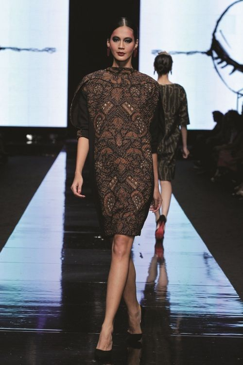 Oscar Lawalata, Jakarta Fashion Week 2012. note the sleeves