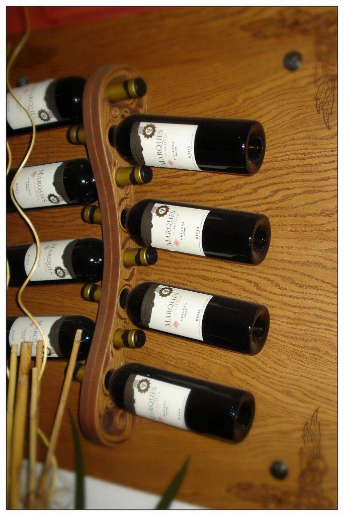 Detalle Del Soporte De Las Botellas. Detail Of Bottle Support.
