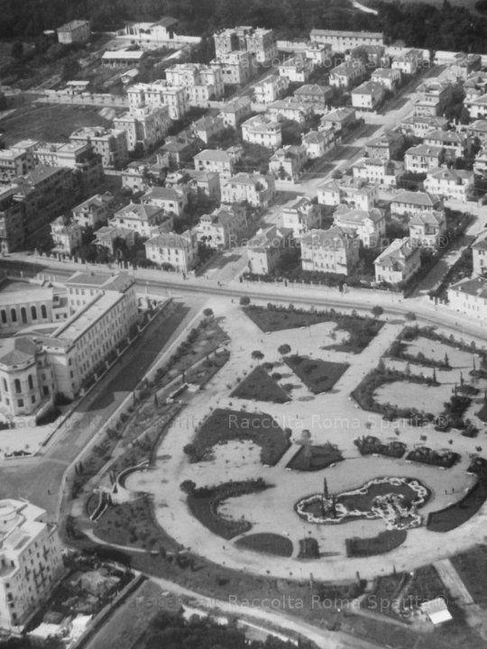 """Foto storiche di Roma - Parco Virgiliano (Nemorense), anni '30. Da """"Roma nel XX secolo"""", ed. Kappa"""