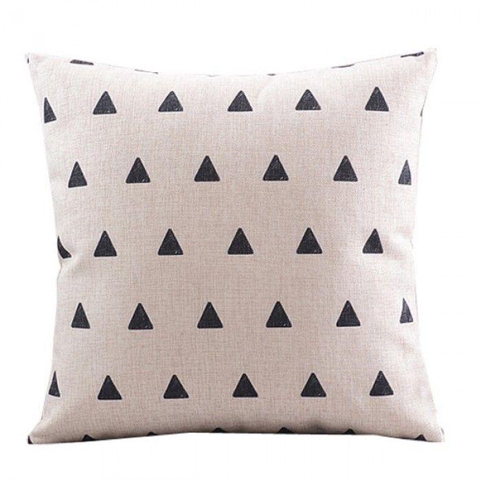 Livv Lifestyle beige linnen kussenhoes zwarte driehoekjes
