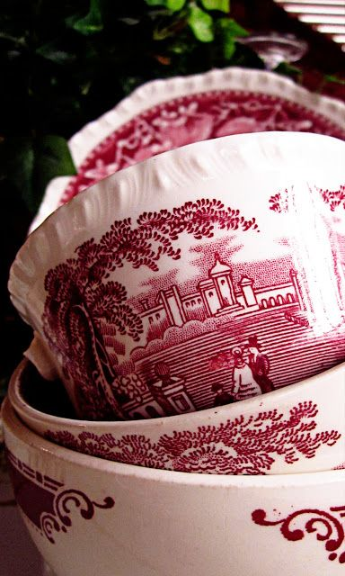 Elegant Economies: I Adore Red....red plates, platters, saucers...