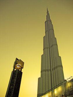 Burj Khalifa Skyscraper in #Dubai. Investeren in commercieel vastgoed. Dubai, levendig handelscentrum van de Arabische regio en de Golfregio. De mondiale stad van kansen en mogelijkheden. Dubai is de thuisbasis van top projecten, beroemde architecten en wereldklasse bouwbedrijven. Onovertroffen inspiratiebron voor expats en woon- en winkel paradijs voor toeristen. #Yazuul