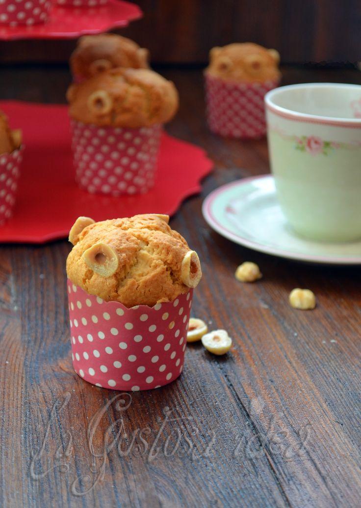 I muffin alle nocciole sono soffici e golosi.