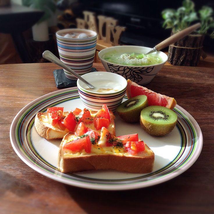 キラ姫's dish photo トマトチーズトーストのワンプレート 2016 10 2 | http://snapdish.co #SnapDish #コンソメスープ #ヨーグルト #チーズ #トースト #キウイの日(9月1日)