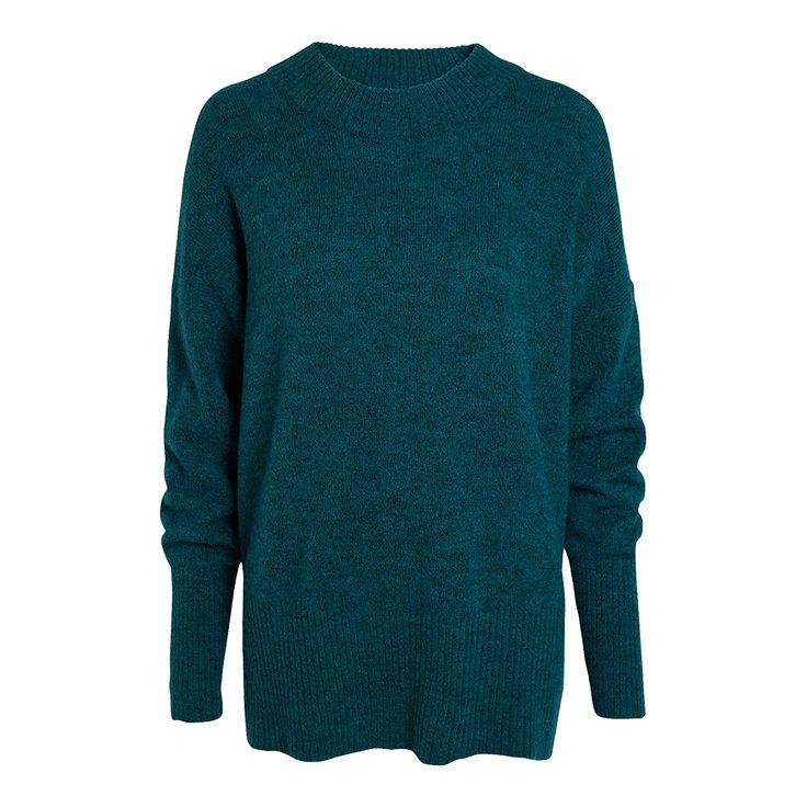 En lika stilsäker som varm tröja med en lösare passform. Den stickade mohair- och ullblandningen gör plagget mjukt, varmt och tåligt.