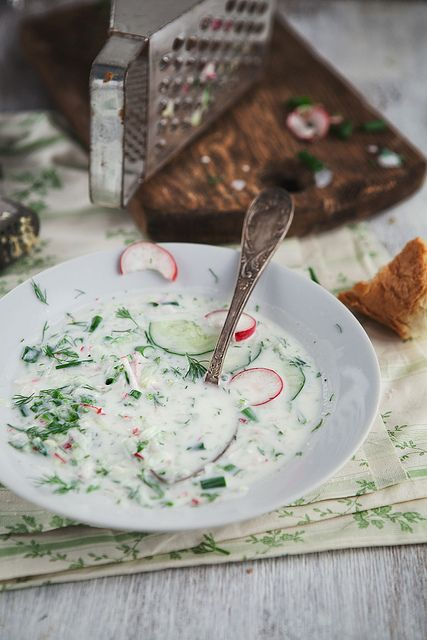 Летний суп с огурцом и редиской