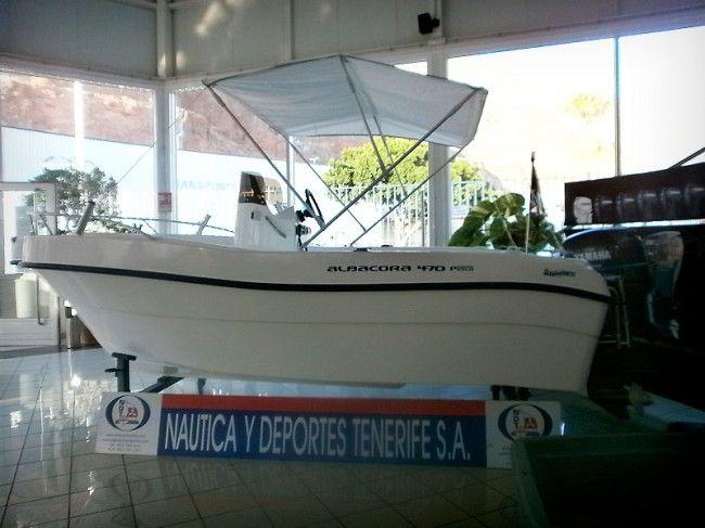 Barco perfecto para salir a pescar: portacañas, consola central y toldo.. EN OFERTA sólo en enero http://nauticaydeportes.com/barcos-y-motores/ofertas/oferta-del-mes/