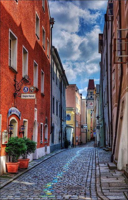 Votre Voyage à Vélo le long du Danube vous fera forcément passer par Passau, ville de Bavière en Allemagne, au confluent du Danube, de l'Inn et de l'Ilz, faisant d'elle « la ville aux trois rivières ». http://www.grandangle.fr/velo_danube