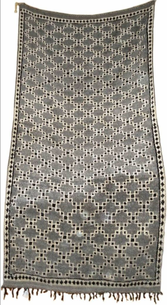 Gorgeous rug that would look amazing on a painted white wooden floor in an entrance/ hallway. LOVE.