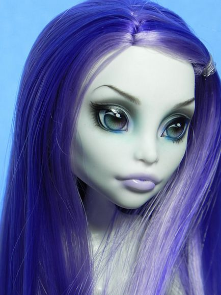 Monster High Repaint found via Flickr