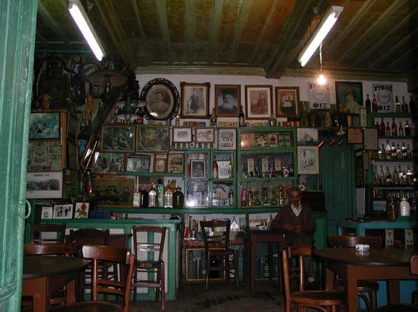 Παραδοσιακό καφενείο Τέρη στη Ζάτουνα.