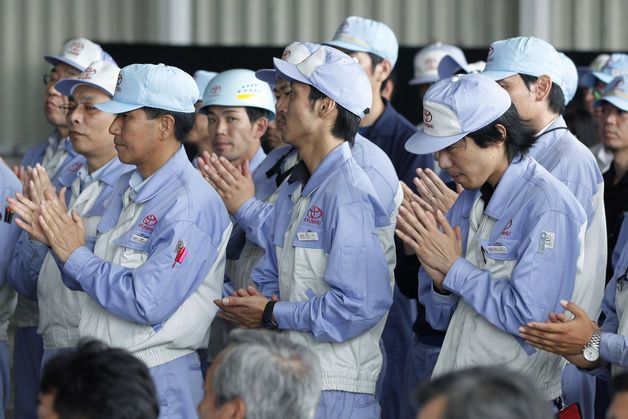 Abenomics at Risk as Workers Struggle to Keep Up With Inflation.(January 31st 2014)