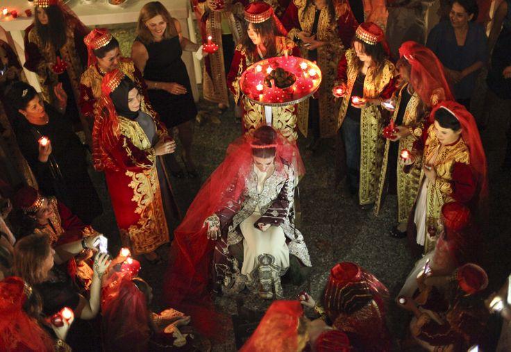 Mehndi Night Ceremony : Turkish henna night tradition before the wedding