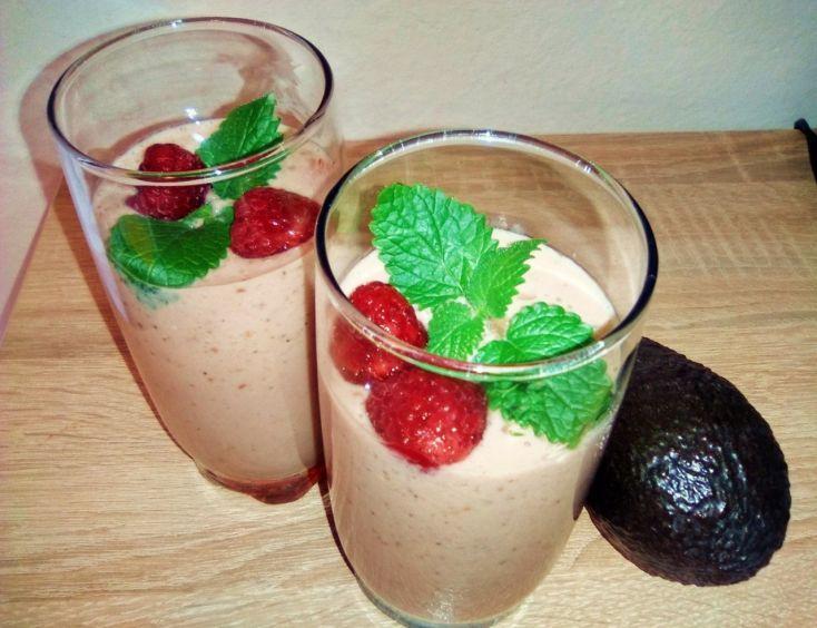 Malinové smoothie s avokádom