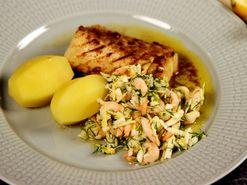 Sotad Skreitorsk med ljummen sallad med räkor och pepparrot (kock Fredrik Eriksson)