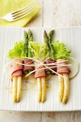 Salade van gebakken asperges, eendenborst en Breydelham