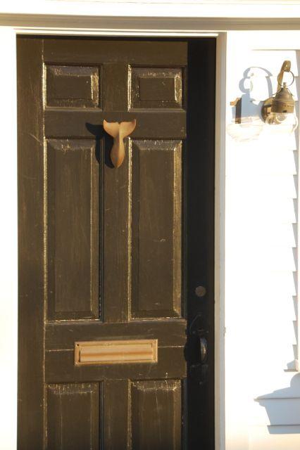 Door knocker! Want want want.
